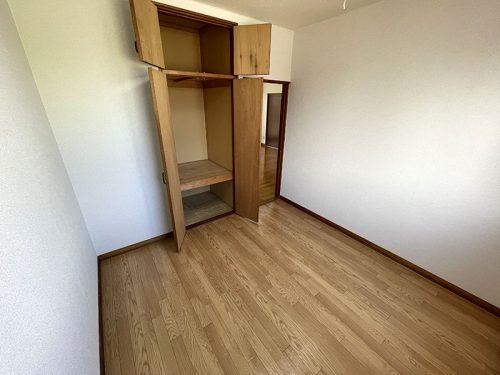 北東側洋室収納(居間)