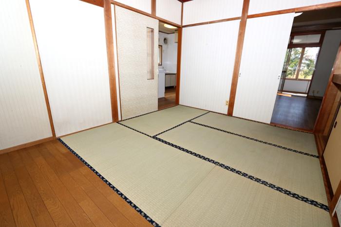 東側和室(6帖)(寝室)