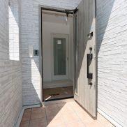 高級感ある断熱ドア(玄関)