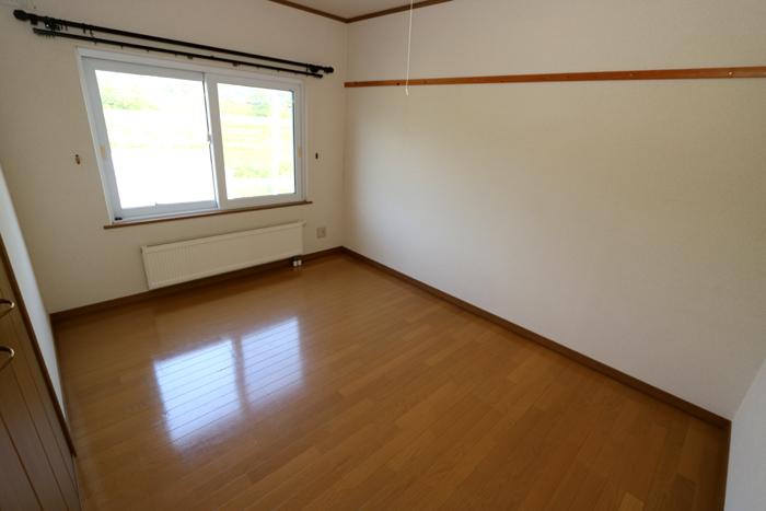 東側洋室(寝室)