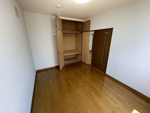 南側洋室収納(寝室)