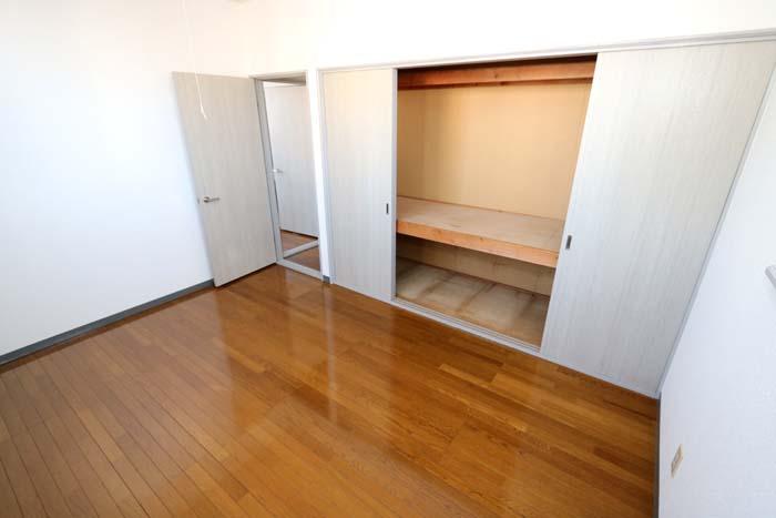 南側洋室(寝室)